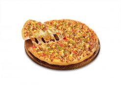 Pizza nhân thịt nướng chín vàng rộm