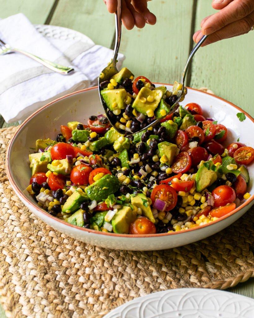 Salad cà chua bơ là gì?