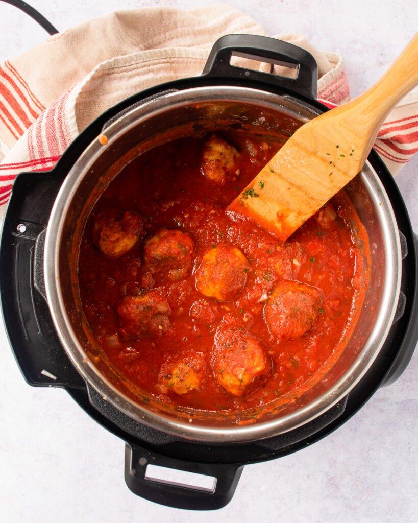 Sốt marinara là tại nhà dùng cho mỳ Ý sốt thịt viên