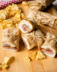 bánh mì thịt bò nướng cay ngọt thơm ngon, tiện lợi
