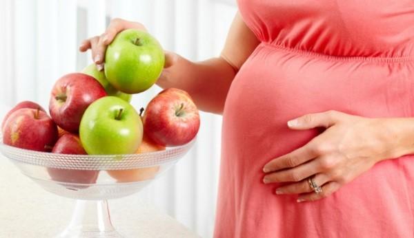 Bà bầu có nên ăn táo hay không