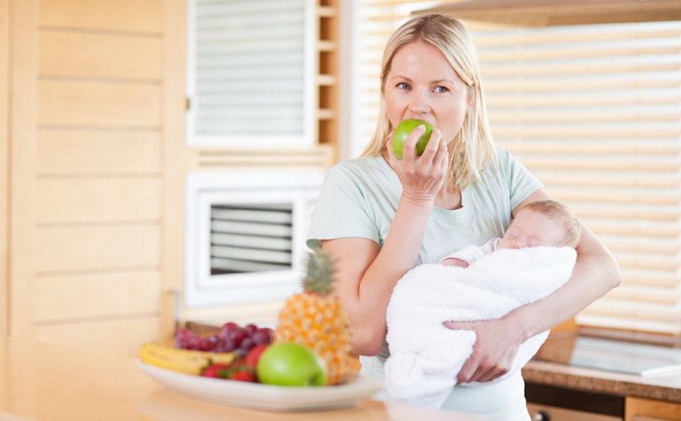 Phụ nữ sau sinh ăn nhiều hoa quả