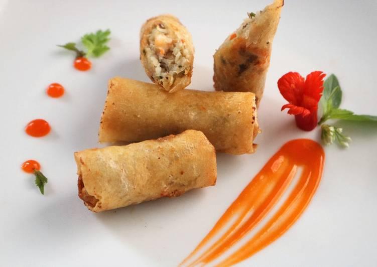 Những chiếc chả giò tôm thịt khoai môn, giòn vỏ, mềm nhân, ngọt thịt bùi bùi thơm thơm của mùi khoai môn