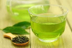 uống trà xanh sẽ giúp bạn lấy lại vóc dáng thon gọn, tươi trẻ đầy sức sống