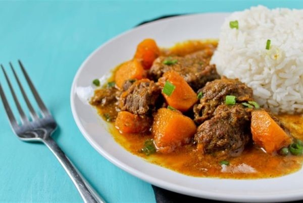 Món cari thịt bò hầm nước cốt dừa