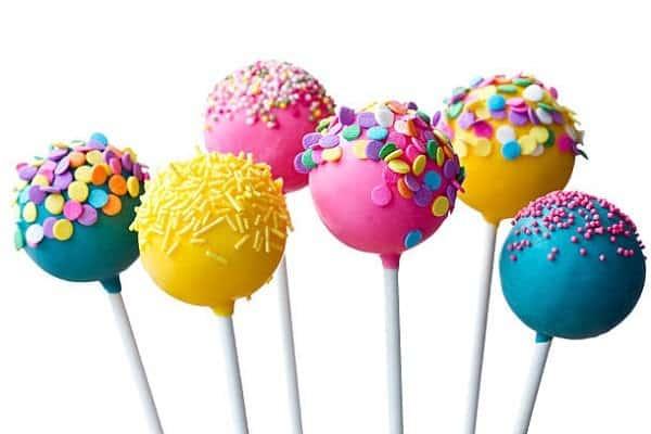 hạn chế ăn kẹo mút