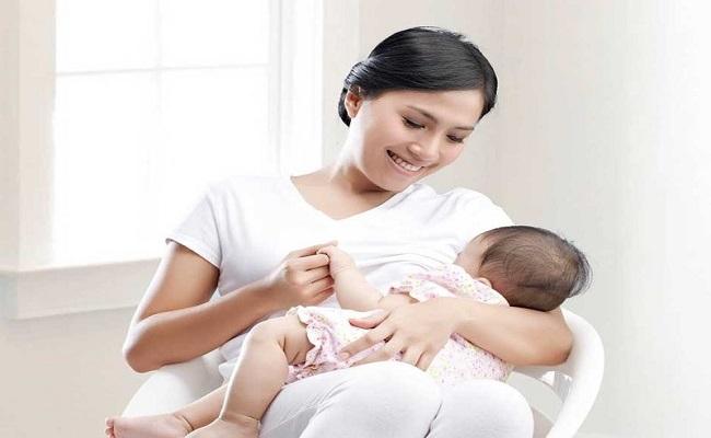 Sữa mẹ bé bú không hết để được bao lâu