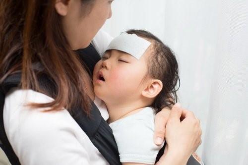 Trẻ bị sốt nên ăn gì
